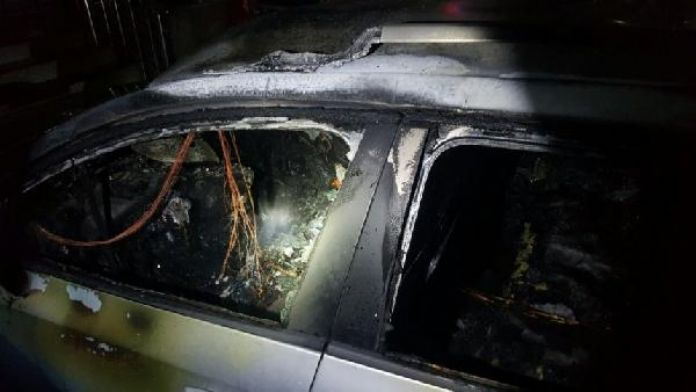 Kosova'da bakanın aracına molotoflu saldırı