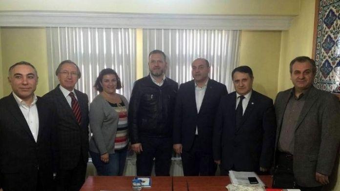 AK Parti'den Kızılay'a Tebrik Ziyareti