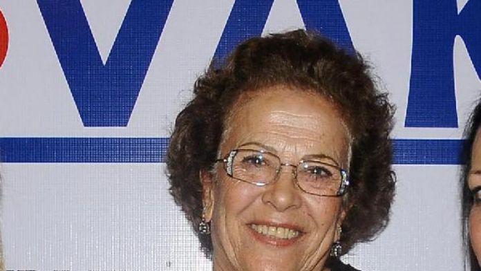 Şarkıcı Emre Altuğ, annesini kaybetti