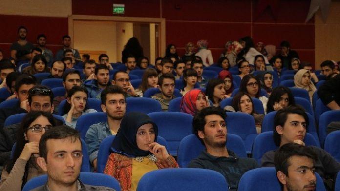 KBÜ'de Öğrenciler Erasmus Ve Farabi Değişim Programları Hakkında Bilgilendirildi
