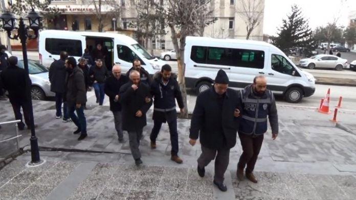 Erzurum'da Fetö/pdy Operasyonunda Gözaltına Alınan 30 Kişi Adliyede