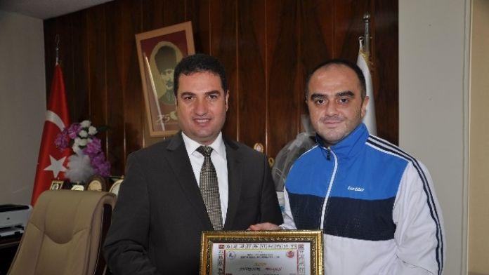 Şahade 'Altın Antrenör' Belgesiyle Ödüllendirildi