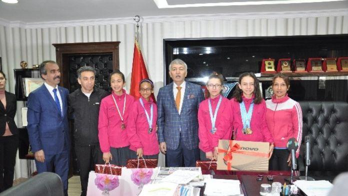 Başkan Günaydın, Sporcuları Ödüllendirdi
