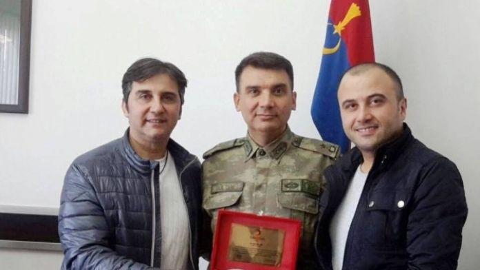 Kızılay'dan Binbaşı Halit Gülten'e Plaket