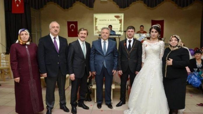 Vali Kahraman Ve Eşi Ahıska Türklerinin Düğün Törenine Katıldı