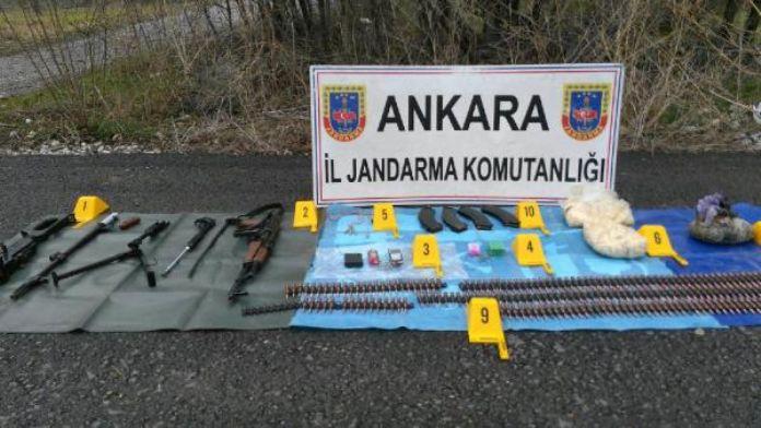 Ankara'da jandarma arama noktası yakınında silah ve mühimmat ele geçirildi / fotoğraflar