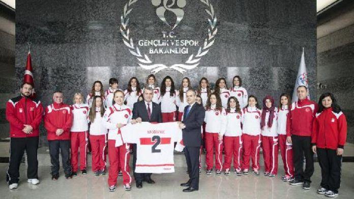 Bakan Çağatay: Buz Hokeyi Kadın Milli takımını kabul etti