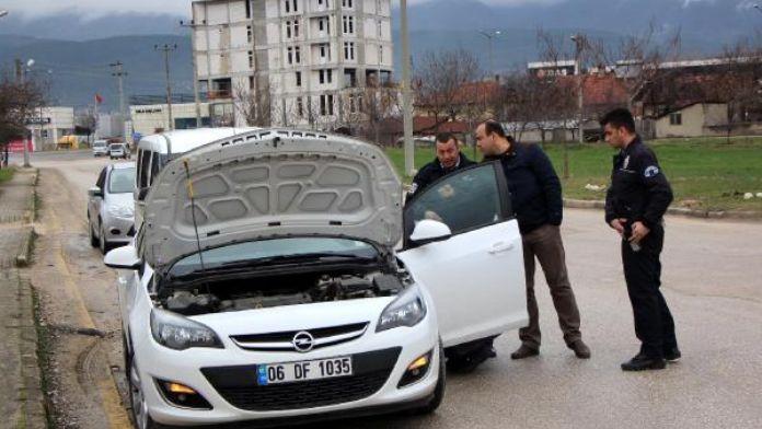 Çalıntı olduğu gerekçesiyle durdurulan otomobilin plakası çalınmış