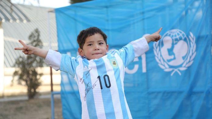 Messi Afgan hayranını unutmadı