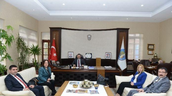 AK Partili Yöneticilerden Başkan Külcü'ye Övgü