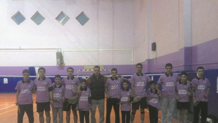 İş Adamından Badminton Takımına Destek