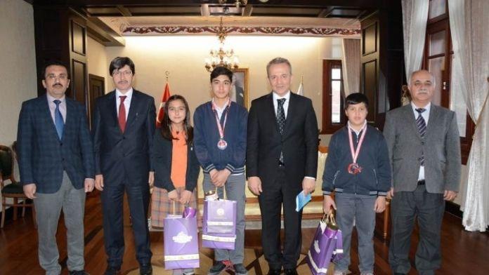 Ortaokulu Öğrencilerinden Vali Güner'e Ziyaret