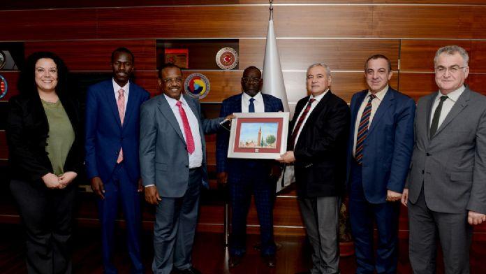 Çad'dan Antalyalı iş adamlarına yatırım daveti