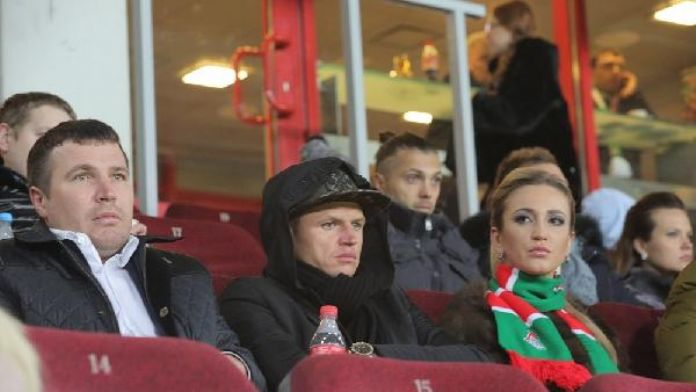 Tarasov, maçı tribünlerden izledi