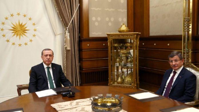 Erdoğan Davutoğlu arasında kritik  görüşme