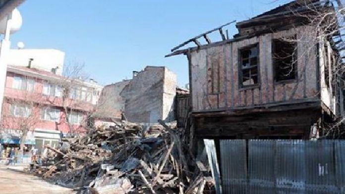 Kastamonu'da koruma altındaki aşap bina çöktü