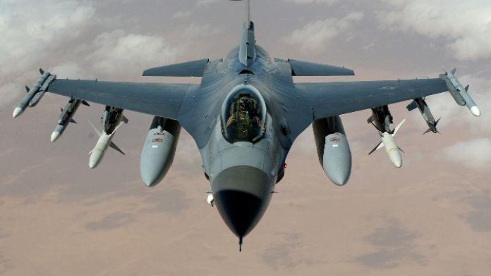 12 F-16 Suriye sınırında