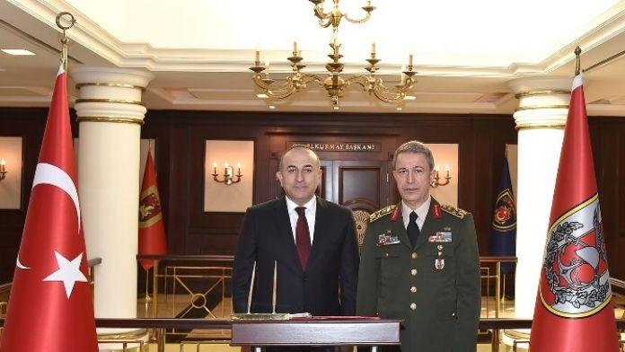Dışişleri Bakanı Çavuşoğlu, Genelkurmay Başkanı Orgeneral Akar'ı Ziyaret Etti