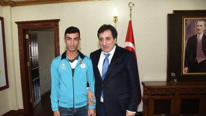 Şanlıurfalı Genç Atlete Altın Ödülü