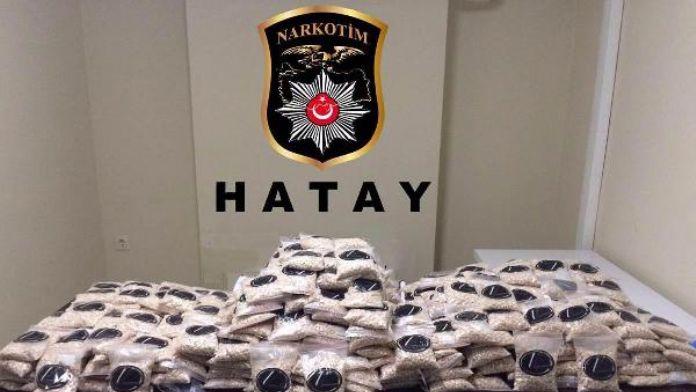 Polisten kaçan aracın bagajından 3 çuval captagon hap çıktı