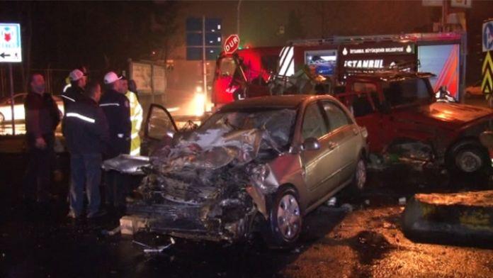 Sarıyer'de araçlar kafa kafaya çarpıştı:1 ölü, 2 yaralı