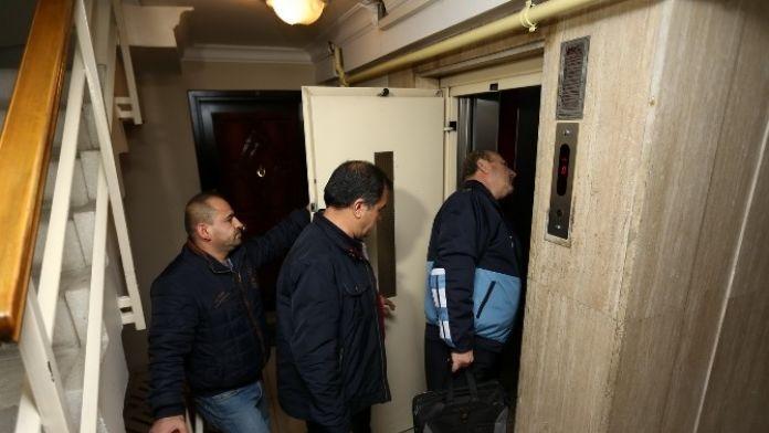 Konak'ta Tehlike Saçan Asansörlere Mühür