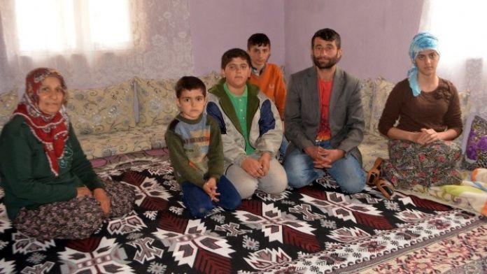 Yüksekova'dan Kaçan Aile Çukurca'ya Sığındı