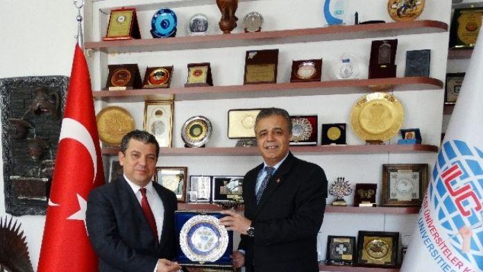 KKTC Milli Eğitim Bakanı Kemal Dürüst, Iuc Tarafından Yılın Bakanı Seçildi