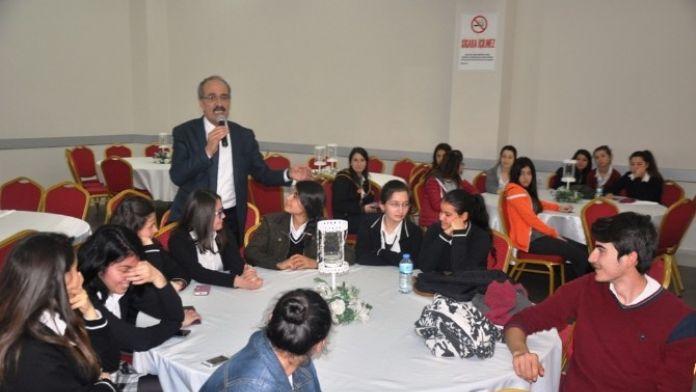 Ödemiş'te Üniversite Sınavına Girecek Öğrencilere Seminer
