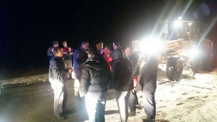 Yoğun kar işçileri mahsur bıraktı !