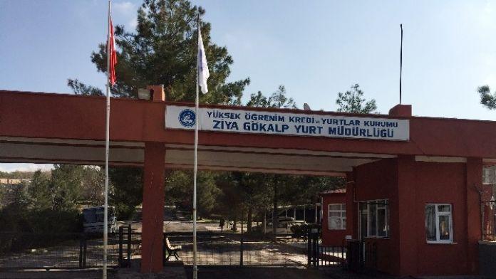 Yurt Bahçesinde Temizlik Yapan İşçi Yaralandı