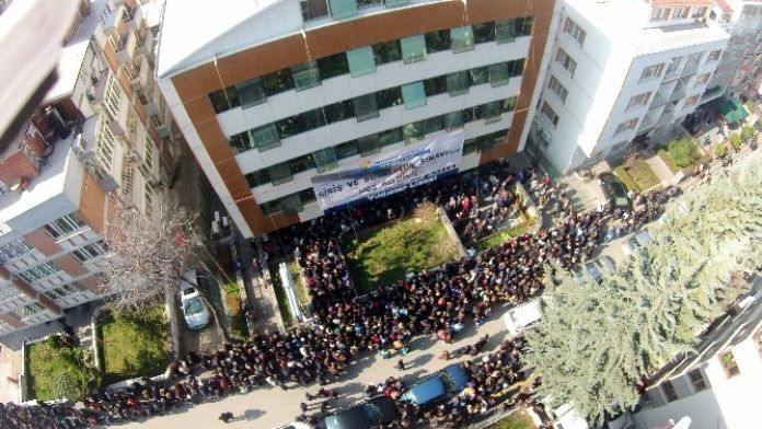 Özel Lisenin Bursluluk Sınavına 10 Bin Öğrenci Katıldı
