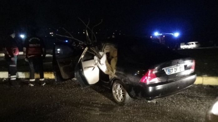 İki Otomobil Çarpıştı: 1'i Çocuk 5 Yaralı