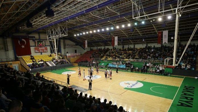 Sakarya Büyükşehir Basket Takımı Adanaspor'u Mağlup Etti
