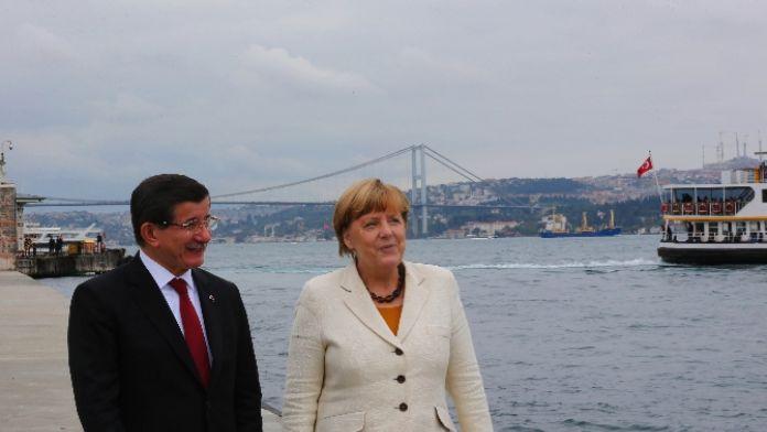 Merkel ve Davutoğlu arasındaki kritik görüşme gerçekleşti