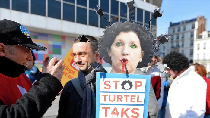 Brüksel halkı yeni vergileri protesto etti
