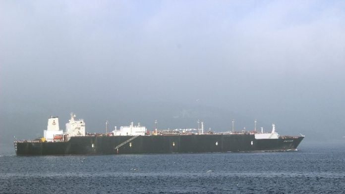 Boğaz'dan doğalgaz tankeri geçti !