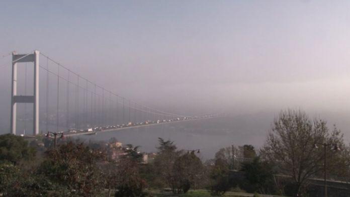Boğaz köprüleri siste kayboldu