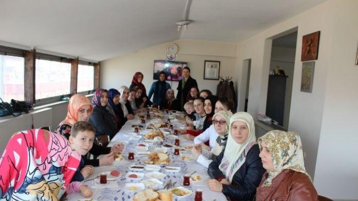 Gürcü Asıllı Kadınlar Kahvaltıda Buluştu
