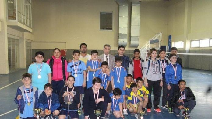 Yıldız Erkeklerde Badmintonun Şampiyonu Süleyman Demirel Ortaokulu Oldu