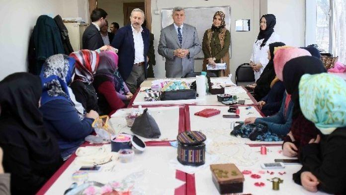 Başkan Karaosmanoğlu, 'Eğitimin Ve Öğrenmenin Yaşı Yoktur'