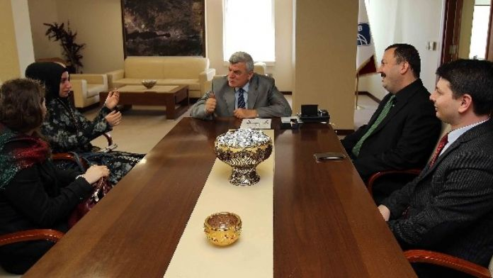 Başkan Karaosmanoğlu, Braille Alfabesi İle Kuran Öğreten Öğretmeni Ağırladı