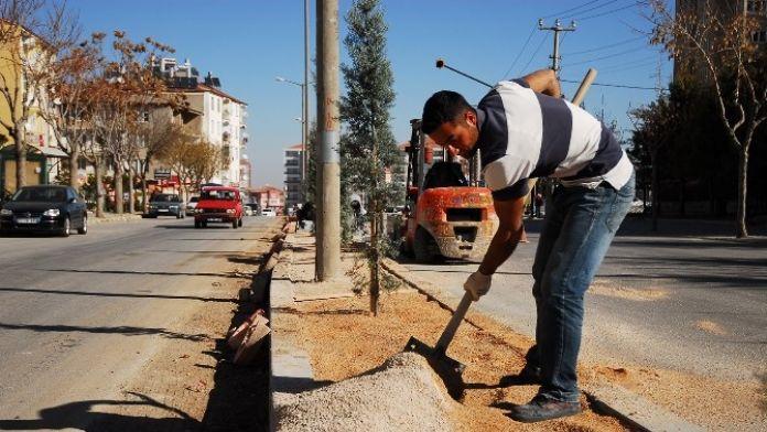 Karaman Belediyesi Kaldırım Ve Refüj Çalışmalarını Sürdürüyor