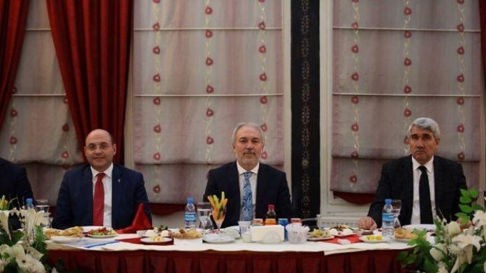 Başkan Saraçoğlu, Partilerin İl Ve Merkez İlçe Başkanlarıyla Bir Araya Geldi