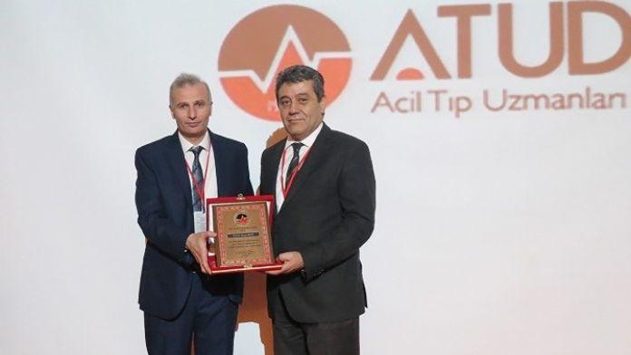 Prof. Dr. Necip Becit 'Yılın Hastane Başhekimi' Ödülünü Aldı