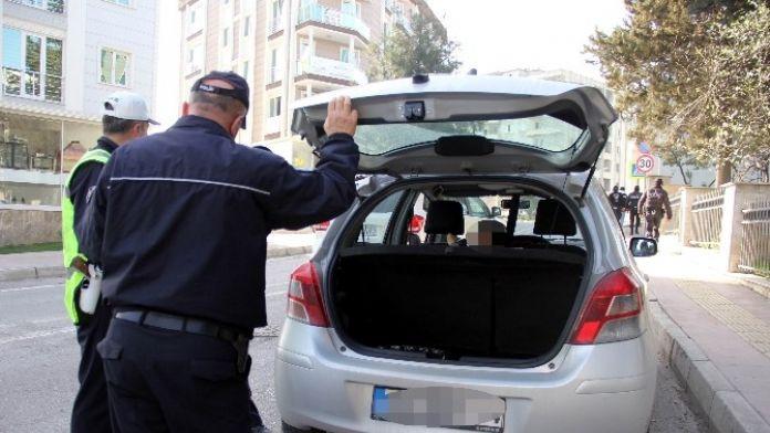 Polis Kayıp Ve Çalıntı Araç Plakaları Peşinde