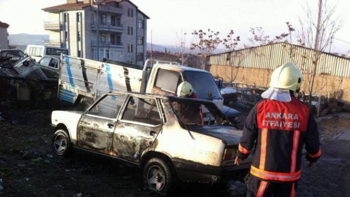 Başkent'te 2 araç kundaklandı
