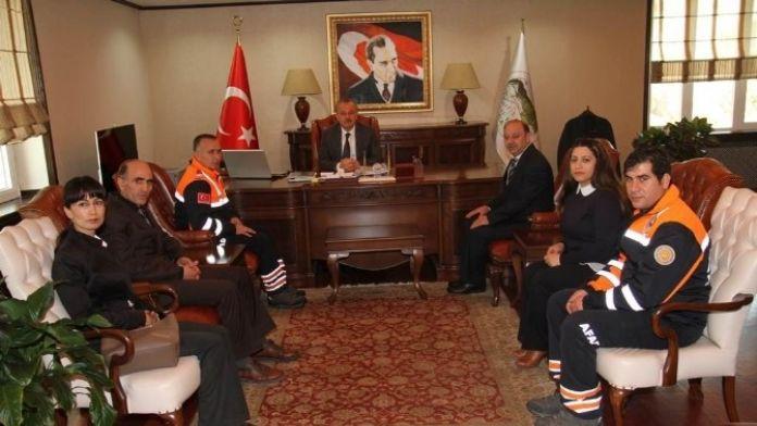 Kars Valisi Günay Özdemir, AFAD Ekibini Makamında Kabul Etti