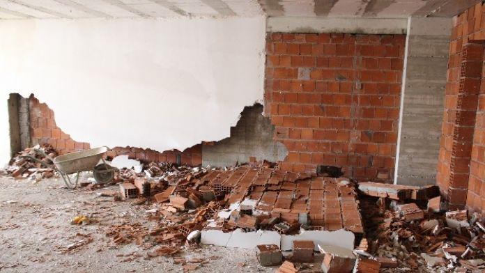 Çöken Duvarın Altında Kalan İşçi Yaralandı