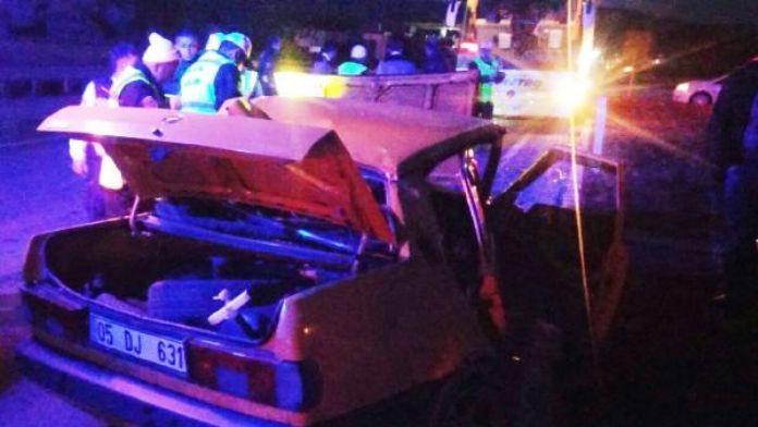 Merzifon'da otobüs ile otomobil çarpıştı: 1 ölü, 2 yaralı